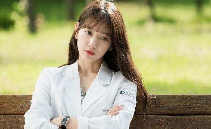 Nữ bác sĩ của nền giải trí Hàn Quốc Park Shin Hye