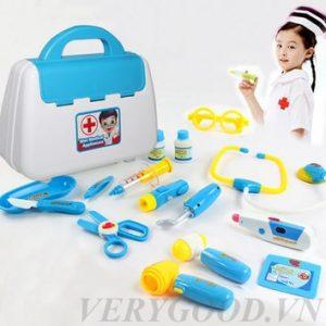 Bộ sản phẩm gồm 9 dụng cụ cần thiết của bác sĩ để bé có được những trải nghiệm về nghề nghiệp bác sĩ một cách chân thực nhất.