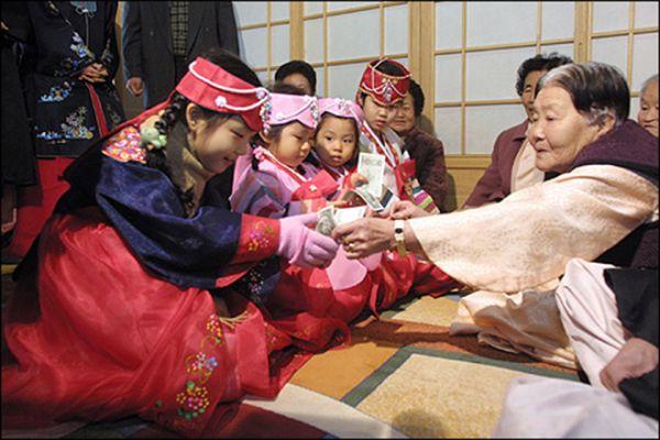 Văn hóa tặng quà của người Hàn Quốc độc đáo