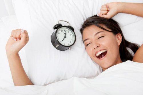 Thức dậy đúng giờ vào mỗi sáng