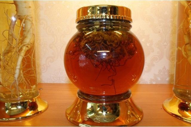 Đông trùng hạ thảo ngâm mật ong.