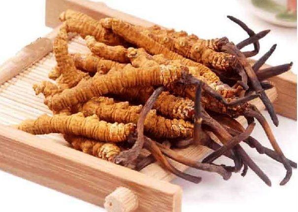 Giá mua đông trùng hạ thảo thay đổi theo kích thước sản phẩm.