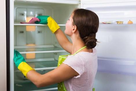Tuân thủ nghiêm ngặt việc vệ sinh tủ lạnh định kì
