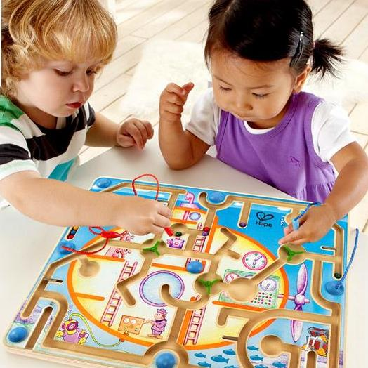 Cha mẹ nên khuyến khích và mở rộng các món đồ chơi cho trẻ
