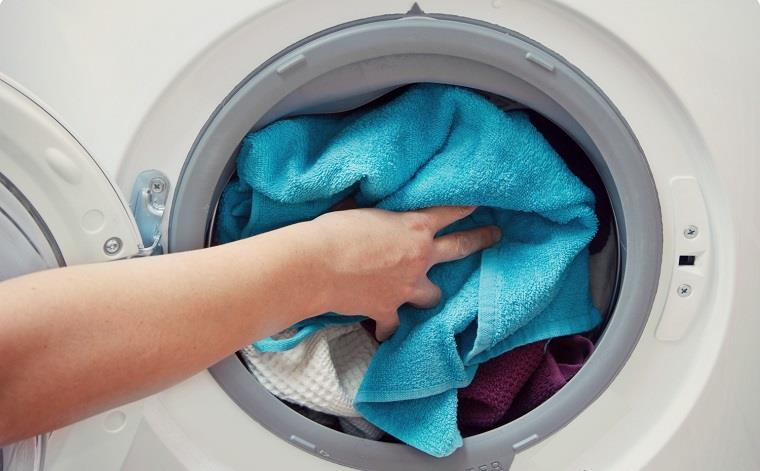 Không nên để quá nhiều quần áo trong máy giặt sẽ làm máy giặt vắt không khô