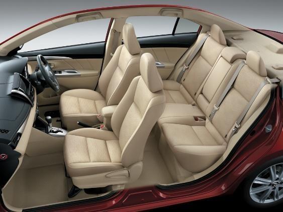 Hãy bọc ghế da cho ô tô nếu bạn muốn xe bạn trở sang trọng, đẹp mắt hơn.