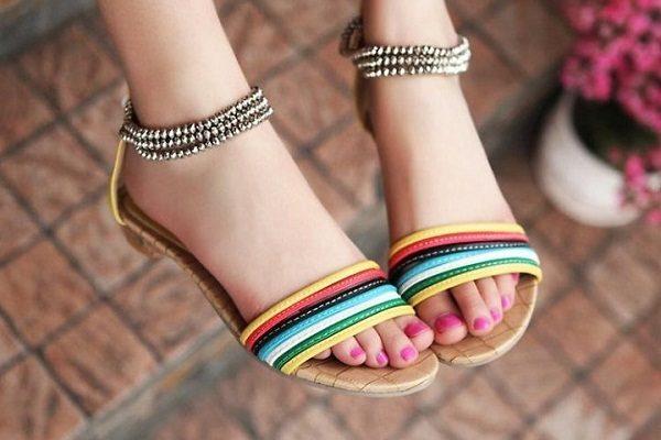 Chọn sandal hè phù hợp với từng kiểu dáng đôi chân