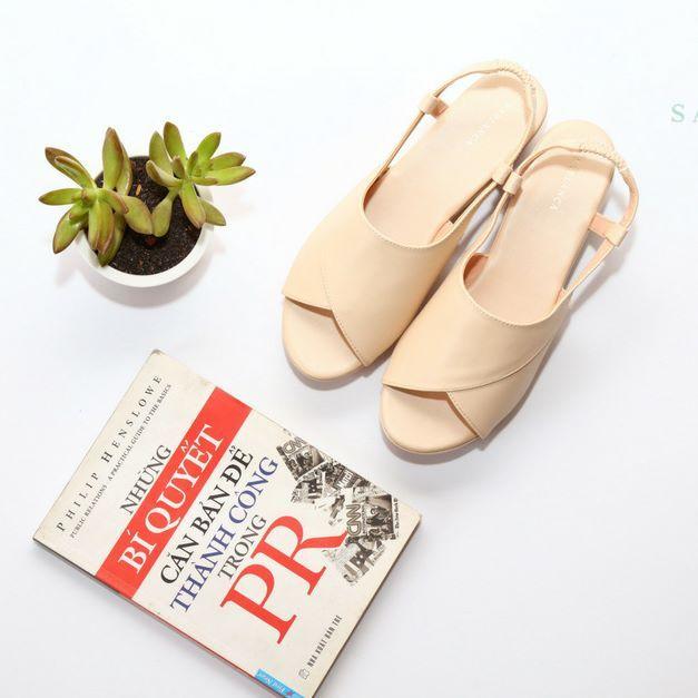 tất cả các loại giày, dép màu nude đều dễ kết hợp được với nhiều kiểu váy, áo khác nhau