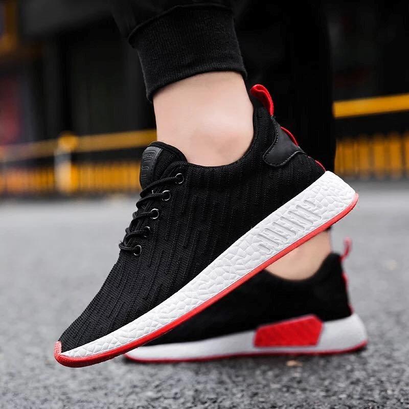 Một đôi giày có trọng lượng nhẹ sẽ giúp bạn thoải mái vận động trong mọi hoàn cảnh