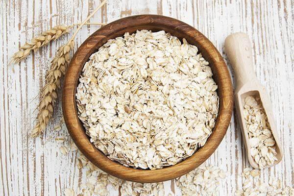 Bạn cũng có thể tùy chọn dùng bột yến mạch hay các loại trái cây tươi trong mùa hay là các loại hạt như hạt óc chó hoặc hạnh nhân thái lát